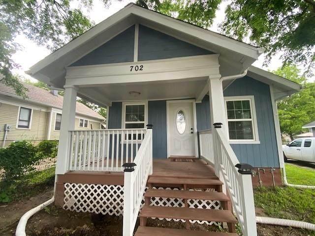 702 E Walnut Street, Independence, MO 64050 (#2325027) :: The Kedish Group at Keller Williams Realty