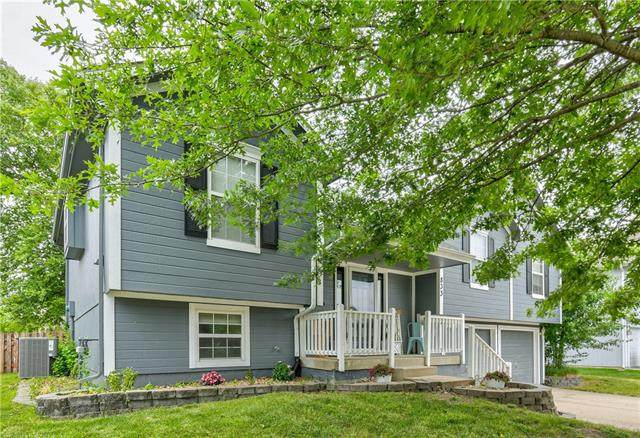 833 SW Country Hill Drive, Grain Valley, MO 64029 (#2325143) :: Tradition Home Group | Better Homes and Gardens Kansas City