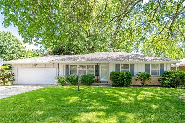 904 NW Range Street, Blue Springs, MO 64015 (#2325159) :: The Kedish Group at Keller Williams Realty