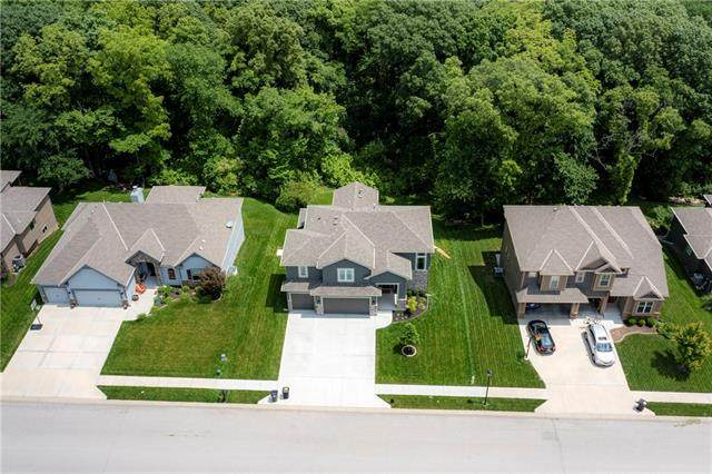 5915 NW Thousand Oaks Drive, Parkville, MO 64152 (#2325288) :: Ron Henderson & Associates