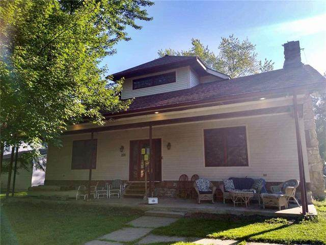 205 Lakeview Boulevard, Lee's Summit, MO 64063 (#2325459) :: ReeceNichols Realtors