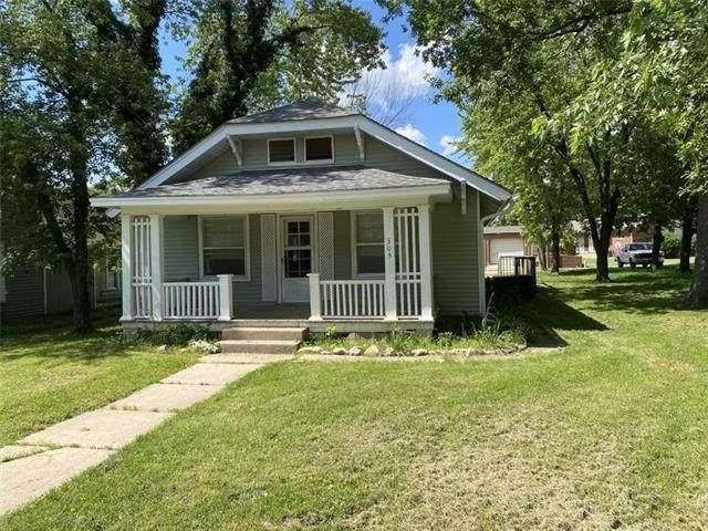 305 E 12th Street, Pleasanton, KS 66075 (#2325485) :: Ron Henderson & Associates