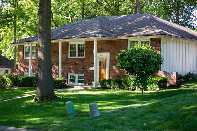 7020 Lakeshore Drive, Raytown, MO 64133 (#2325692) :: Team Real Estate