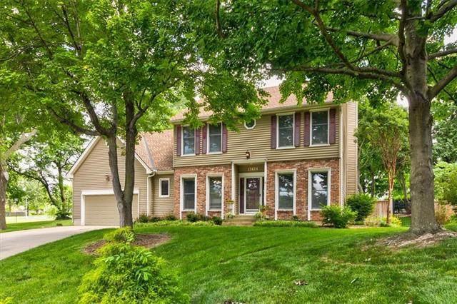 13424 70 Terrace, Shawnee, KS 66216 (#2325743) :: Ron Henderson & Associates
