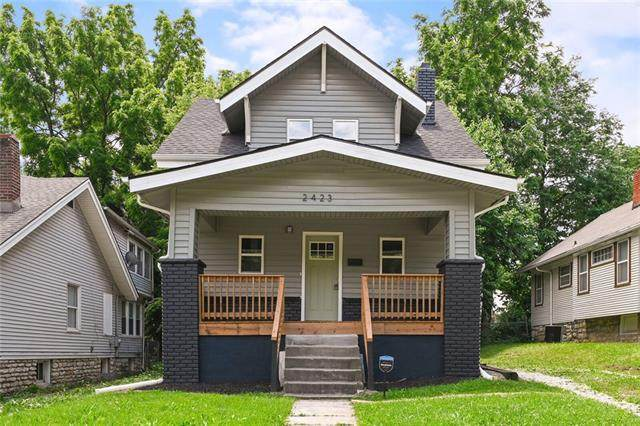 2423 68th Street, Kansas City, MO 64132 (#2325939) :: Tradition Home Group | Compass Realty Group