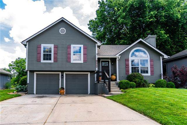 1904 NW Harbor Place, Blue Springs, MO 64015 (#2325954) :: Ron Henderson & Associates