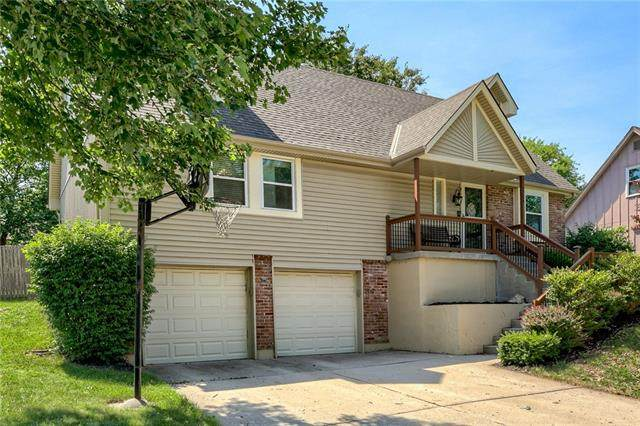 3204 S Black Forest Avenue, Blue Springs, MO 64015 (#2325996) :: Eric Craig Real Estate Team