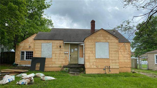 11317 E 39th Terrace, Independence, MO 64052 (#2326131) :: Dani Beyer Real Estate