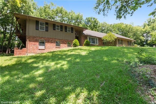 606 W Red Bridge Road, Kansas City, MO 64114 (#2326145) :: Austin Home Team