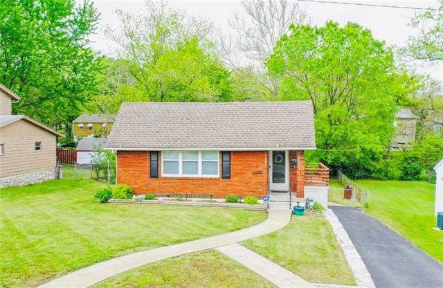 8419 Wayne Avenue, Kansas City, MO 64131 (#2326197) :: Dani Beyer Real Estate