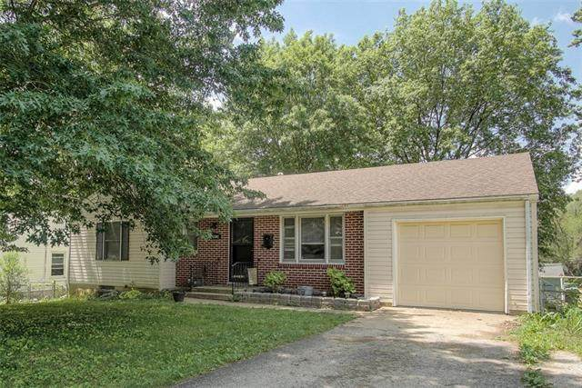 3502 N Pleasant Street, Independence, MO 64050 (#2326275) :: The Rucker Group