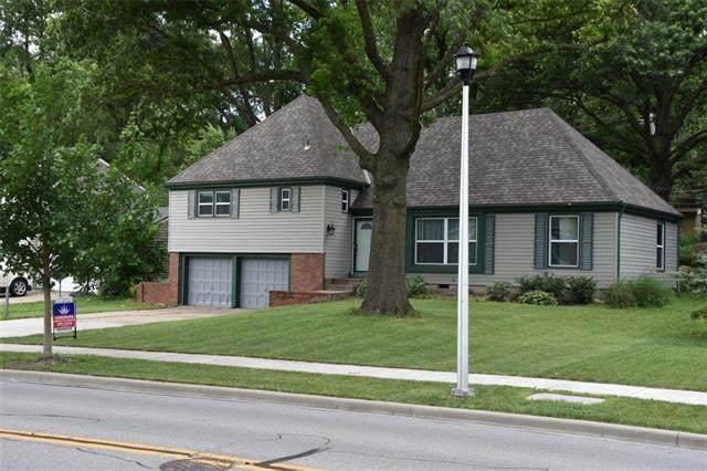 9108 Switzer Road, Overland Park, KS 66214 (#2326362) :: Ask Cathy Marketing Group, LLC
