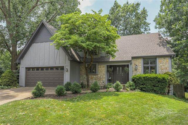 9621 W 116TH Street, Overland Park, KS 66210 (#2326368) :: Tradition Home Group   Better Homes and Gardens Kansas City