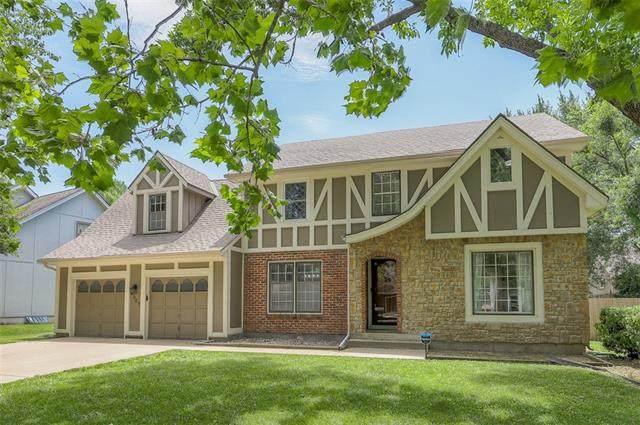 9307 W 111th Terrace, Overland Park, KS 66210 (#2326379) :: Edie Waters Network