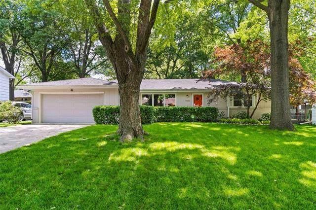 7801 Mohawk Drive, Prairie Village, KS 66208 (#2326430) :: Ron Henderson & Associates