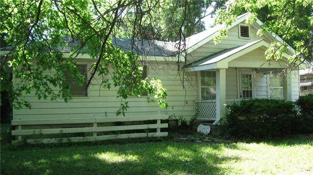 616 N Cherry Street, Ottawa, KS 66067 (#2326488) :: Tradition Home Group | Better Homes and Gardens Kansas City
