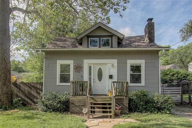 909 E 79TH Terrace, Kansas City, MO 64131 (#2326504) :: Ron Henderson & Associates