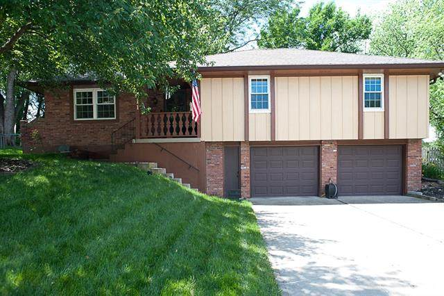 18611 E 18th Terrace, Independence, MO 64058 (#2326507) :: Dani Beyer Real Estate