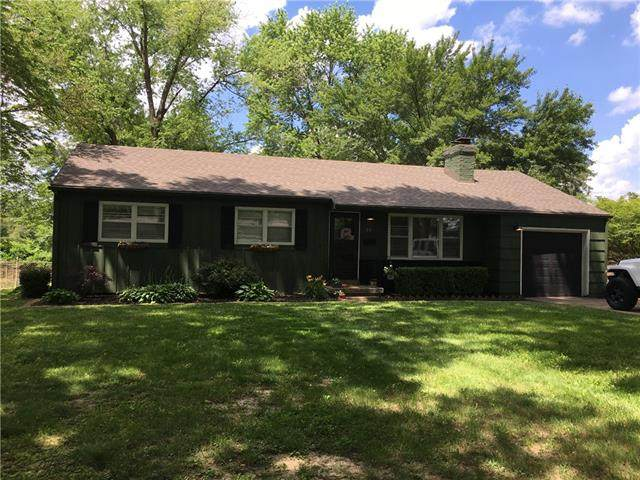 10 W 96th Terrace, Kansas City, MO 64114 (#2326566) :: Ron Henderson & Associates