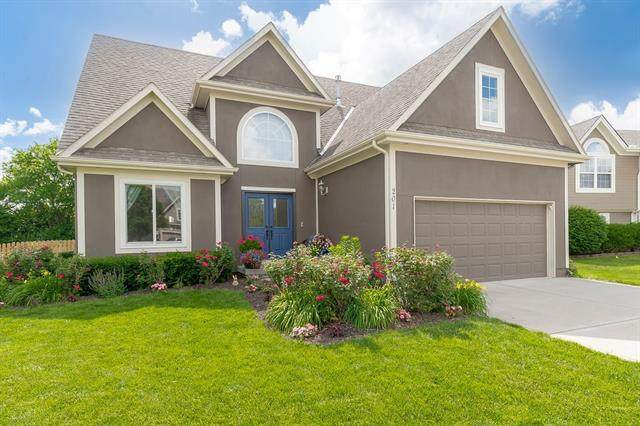 201 SW Ascot Drive, Lee's Summit, MO 64082 (#2326601) :: Ask Cathy Marketing Group, LLC