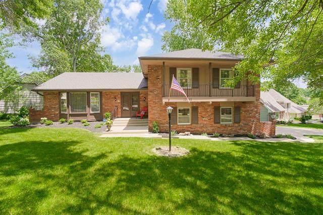 10748 W Bridlespur Terrace, Kansas City, MO 64114 (#2326635) :: Ask Cathy Marketing Group, LLC