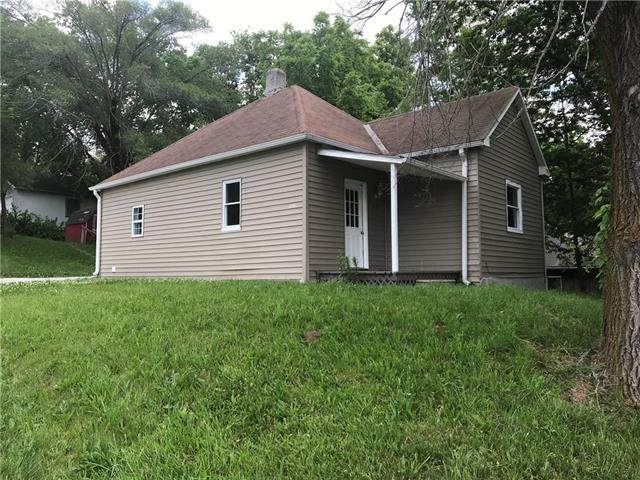2725 N 12th Street, St Joseph, MO 64505 (#2326735) :: Eric Craig Real Estate Team