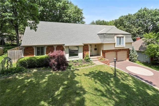 5924 W 90th Street, Overland Park, KS 66207 (#2326829) :: Dani Beyer Real Estate