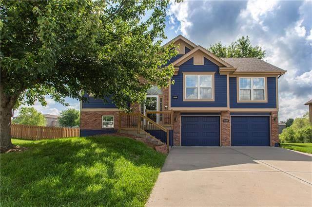 10305 N Cypress Avenue, Kansas City, MO 64156 (#2326830) :: Dani Beyer Real Estate