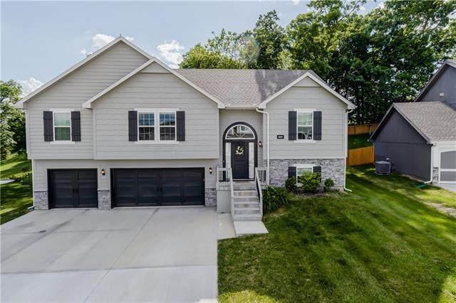 10018 N Lawn Avenue, Kansas City, MO 64156 (#2326879) :: Dani Beyer Real Estate