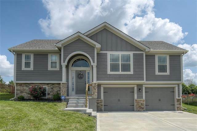 7008 NE 115th Terrace, Kansas City, MO 64156 (#2326896) :: Dani Beyer Real Estate