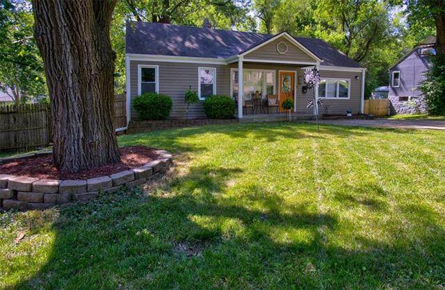 6712 Sterling Avenue, Raytown, MO 64133 (#2326906) :: Ask Cathy Marketing Group, LLC