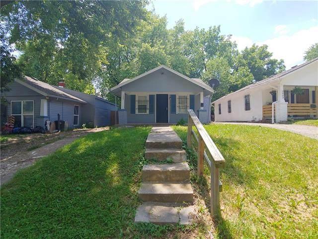 2905 E 61st Street, Kansas City, MO 64130 (#2326927) :: Austin Home Team