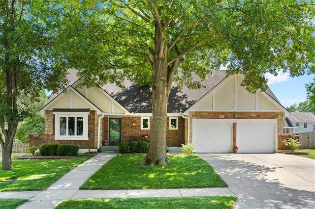 18601 E 26th Terrace, Independence, MO 64057 (#2326949) :: The Rucker Group