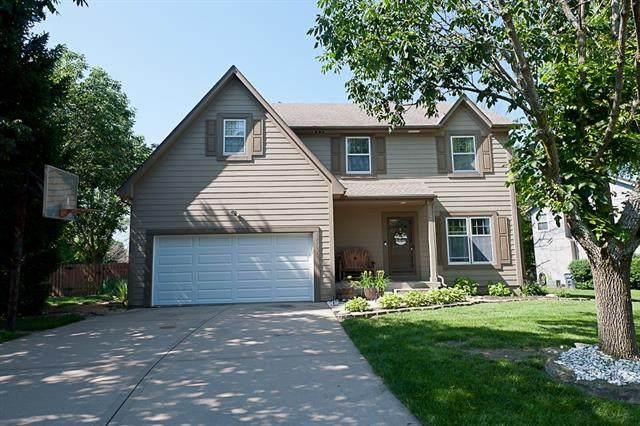 13903 W 145th Terrace, Olathe, KS 66062 (#2326990) :: Austin Home Team