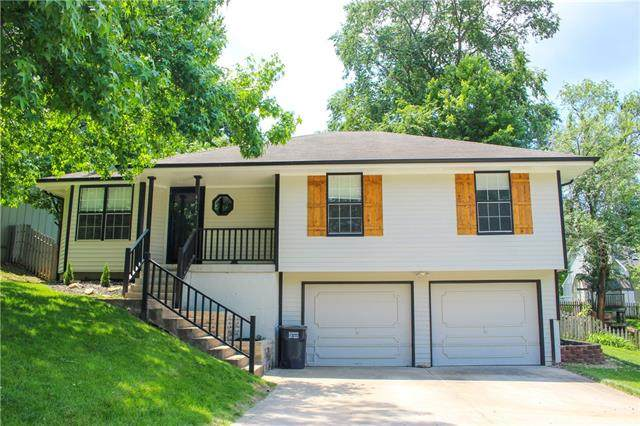 6612 NW Hidden Valley Road, Parkville, MO 64152 (#2327079) :: The Rucker Group