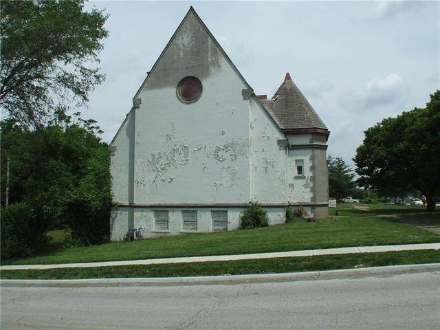 2454 W Paseo Boulevard, Kansas City, MO 64108 (#2327228) :: Ron Henderson & Associates