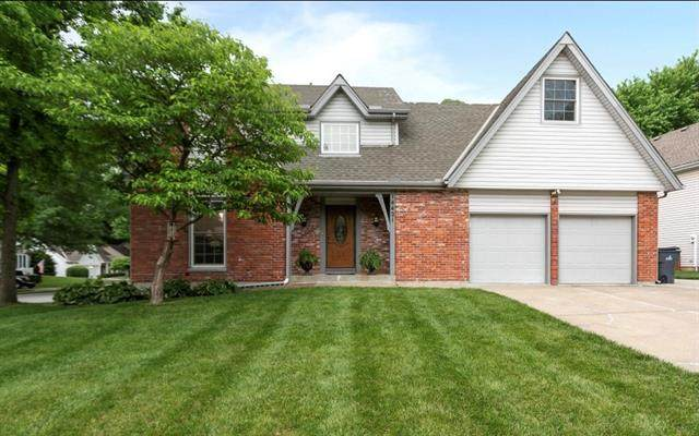 14421 S Cottonwood Drive, Olathe, KS 66062 (#2327233) :: Ron Henderson & Associates