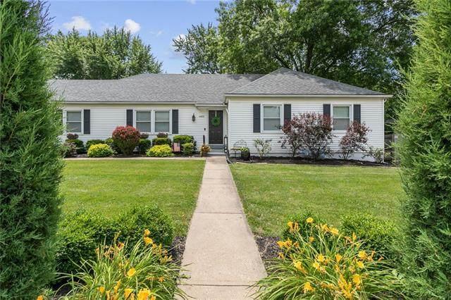 4401 W 95th Street, Overland Park, KS 66207 (#2327248) :: Eric Craig Real Estate Team