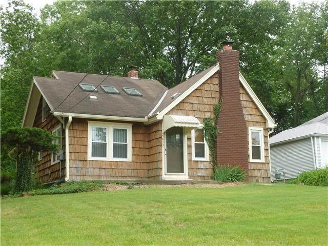 9813 Johnson Drive, Merriam, KS 66203 (#2327252) :: Ron Henderson & Associates