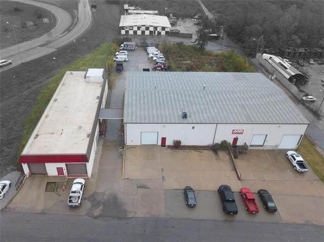 3131 Wheeling Avenue, Kansas City, MO 64129 (#2327290) :: Edie Waters Network