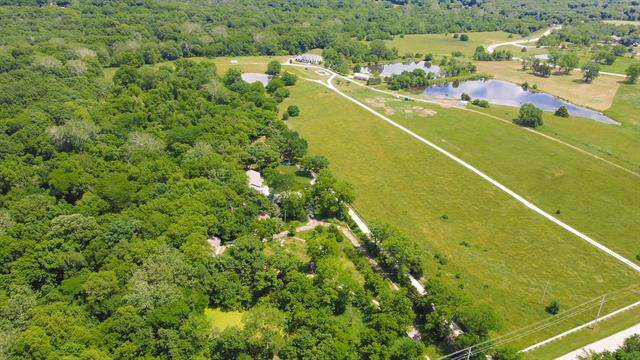 21201 Cedar Niles Road, Spring Hill, KS 66083 (#2327317) :: Dani Beyer Real Estate