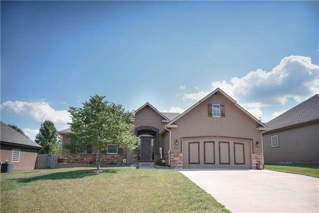 22241 W Sycamore Street, Tonganoxie, KS 66086 (#2327334) :: The Rucker Group