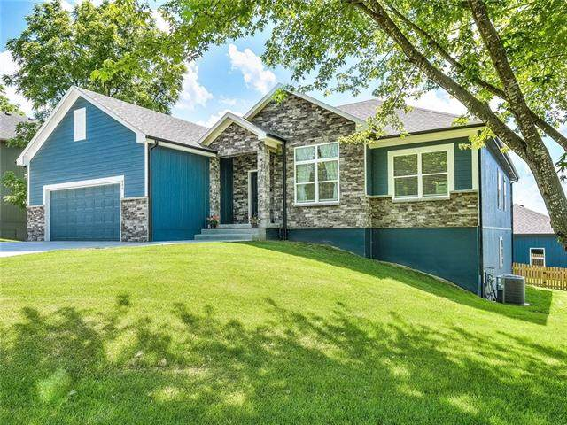 609 Campbell Street, Pleasant Hill, MO 64080 (#2327372) :: Austin Home Team