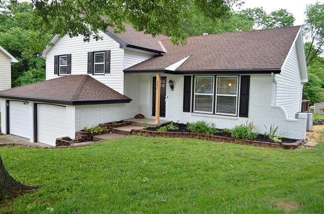 907 Kingston Court, Liberty, MO 64068 (#2327427) :: The Rucker Group