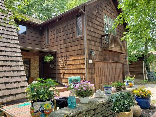 262 Arapaho Street, Lake Quivira, KS 66217 (#2327454) :: Eric Craig Real Estate Team