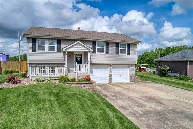 17850 S Taylor Drive, Olathe, KS 66062 (#2327488) :: Dani Beyer Real Estate