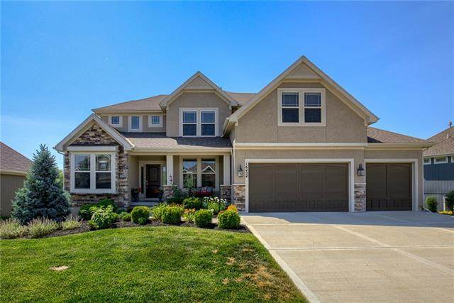 16424 Perry Street, Overland Park, KS 66085 (#2327498) :: Team Real Estate