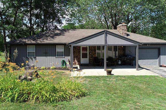 13310 NW Mohawk Road, Parkville, MO 64152 (#2327506) :: Edie Waters Network