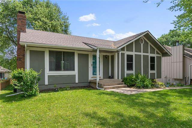 12837 Seminole Drive, Olathe, KS 66062 (#2327580) :: The Rucker Group