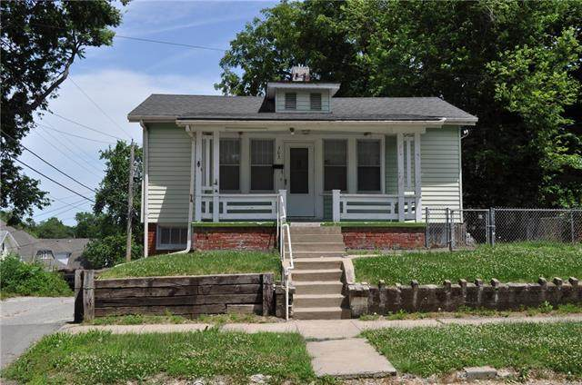 303 N 26th Street, St Joseph, MO 64501 (#2327644) :: Dani Beyer Real Estate